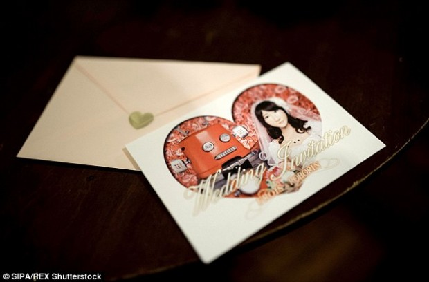 2A0C7AF800000578-3142129-Special_invitations_were_made_which_featured_a_picture_of_the_tw-a-77_1435508895004